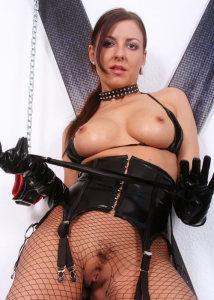 Diventa lo schiavo del sesso di una mistress padrona